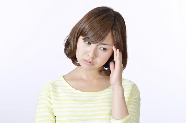頭痛の女性 写真